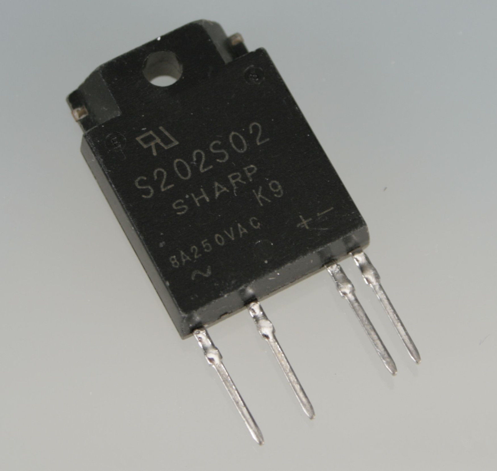S202S02 solid state relay 8A RMS